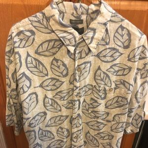 Other - Hawaiian foliage shirt - short sleeve button down